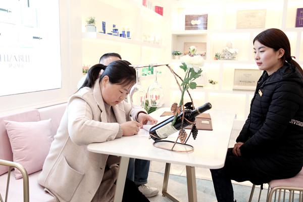 没有合适的工作 那就创业开一家小型美容院吧